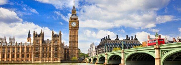 1、绅士文化,名校熏陶 2周去看英国的别样天空,住在英国当地家庭和不紧不慢的英国人喝茶聊天;4天英语语言学习体验英式严谨教育;课余走访世界名校:剑桥大学国王学院、牛津大学 2、寄宿家庭,留学体验 入住伦敦当地家庭,搭乘英国地铁公交上下学; 三餐为英国家庭西餐,体验英国家庭生活氛围,提高学生英语听说能力; 参观著名景点:伦敦眼、大英博物馆、格林威治天文台、白金汉宫、圣保罗大教堂、泰晤士河、杜莎夫人蜡像馆;参观世界上王室居住规模最大的城堡温莎城堡 3、体验使命成长 游与学中,特别安排环球游学专享MISSION