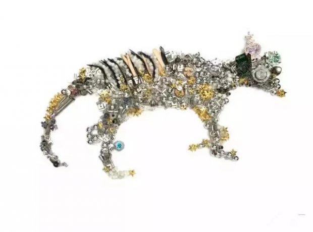 关于《消失的动物》,是一组选材于废旧物料,经过艺术加工,记录从地球