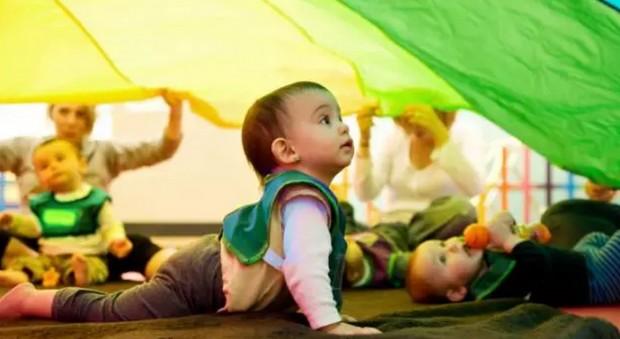 圈圈是个非常可爱的小男孩,语言发展能力也特别强,课上的歌基本上都能