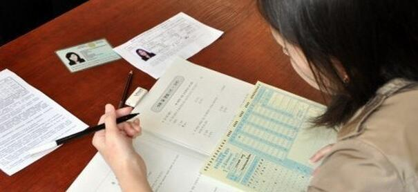 TOPIK高级考前冲刺班 青岛英华外语培训学校采用韩语TOPIK高级专项训练,涵盖词汇语法、阅读、听力、写作;历届韩语TOPIK高级模拟题真题训练,强化应试能力。 学习效果:水平达到高级水平(TOPIK5-6级),掌握六七千个左右的词汇,掌握韩语基本所有语法点;能够进行900字以上的韩语写作;在讨论中正确表达自己的意见,使用大部分日常词汇和专门词汇;能够得到所有韩国大学直接读专业课的语言要求。 暑假已至,再不报名暑假班就来不及啦!青岛英华外语学校除了开设日语和韩语课程外,还有法语、德语、西班牙语等数十种